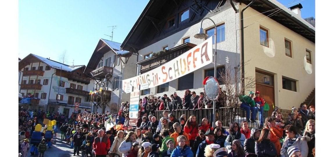 Großer Faschingsumzug in Welschnofen