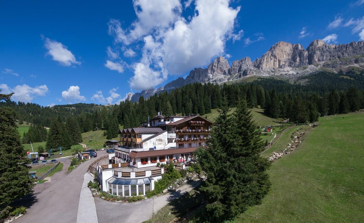 4 Hotel In Den Dolomiten Sudtirol Moseralm Am Karersee