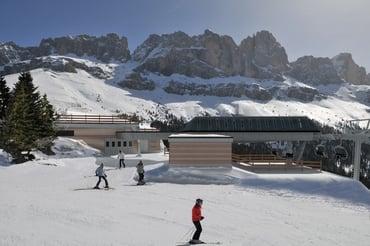 Neue 6er Sessel-Umlaufbahn mit Direktantrieb TSCHEIN im Skigebiet Carezza
