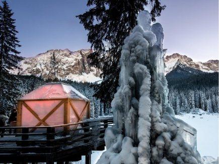 "Ski and ""Magic Christmas"" at Lake Carezza"