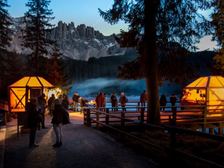 """Magic Christmas"" at Lake Carezza"